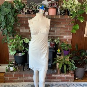 Vintage vanity fair cream lace full slip